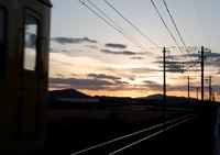 夕焼けの中へ (八日市・近江鉄道)