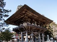荘厳な楼門 (滋賀県竜王・苗村神社)