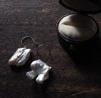 真珠の耳飾