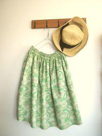 パステルカラーのカムフラージュ柄ギャザースカート