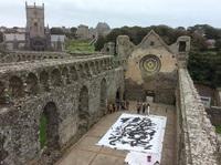 ウェールズの古城で書デモンストレーション