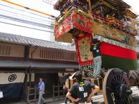 京町家に建つ (祇園祭・船鉾)