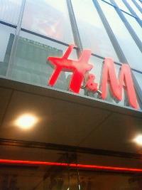 H&M心斎橋店。 2010/07/27 22:32:29