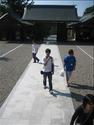 【海士町】滝中さんのガイドで隠岐神社へ
