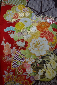 四季花の丸振袖