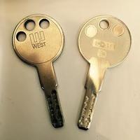 京都駅で合鍵つくるならアバンティのクツショウテンへ!!  ~WEST(ウエスト) ディンプルキー~