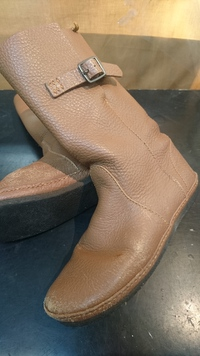 KOOSのブーツ、クリーニング+靴磨き。