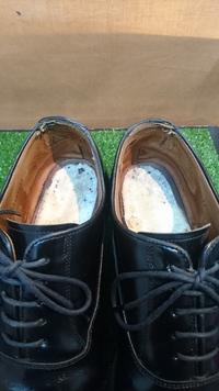 REGALの革靴、かかと破れ。