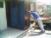 厨房機器の搬入、設置・・