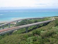 沖縄本島南部の隠れたドライブスポット、ニライカナイ橋