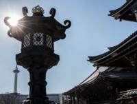 お寺から見えるロウソク(東本願寺・京都タワー)