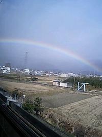 弧を描く虹