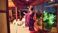 華やかな 三塔庵の夜景色