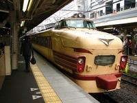 JR京都駅で懐かしいボンネット型特急車両